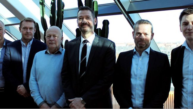 A satisfied group on the 19th of March following the sale of DK-Foods to Danish Crown and Tulip Food Company. From the left is seen Tulip's CFO Henrik Weihrauch, the board members Per Fischer Larsen and Steffen Ramsgaard from DK-Foods, Tulip's CEO Kasper Lenbroch, partner Per Høholt from May Invest Equity and Kasper Orloff, who is the VP Corporate Secretary at Danish Crown.