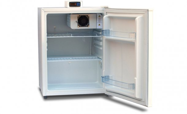 Figure 1: Storage unit with an outer temperature-display, and open shelvings (wire racks) to allow air circulation.