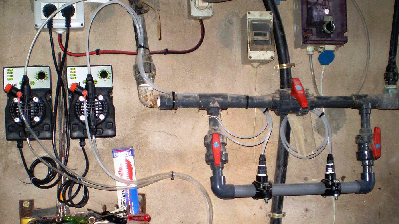 How to clean to remove biofilm from farm pipes? - Articles