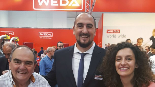 Lucas (mid) and Melina Lasorella (right) from the argentinian WEDA partner Porlaso.