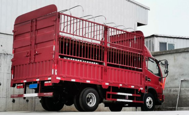 Picture 2. Internal truck for small group of animals' movements. Courtesy of DanAg Group, China.