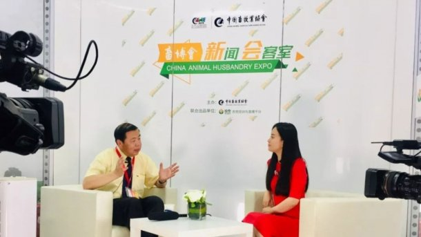 Dr. Jingxiang He discussing the development trend on the use of inteligence in the swine industry and the application prospects of 3D and 5G technologies in this field.