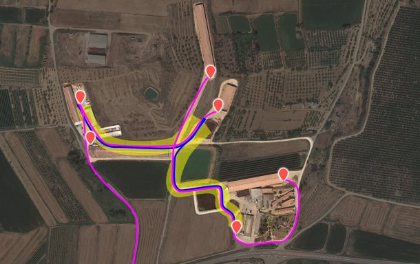 Picture 3. Current flow pattern of animal movement vehicles. The internal truck has been represented in blue and the external in fucsia. Area in yellow highlights the cross-contamination risk area.