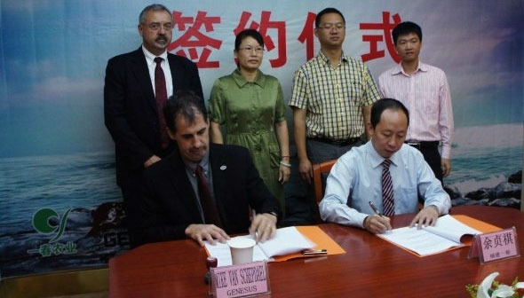 Genesus' Mike Van Schepdael and Fujian Yichan's President Yu ZHENQI, signing the new agreement. In the back row Ron Lane, Genesus China, Ms. Xingyu LIAO, Vice Chairman Yanping District of Nanping Prefecture, Mr. Xuhui HUANG the vice governor of Yanping District, Mr. Hui ZHANG the Party Secretary General for Laizhou (where the new nucleus farm is exactly located) in Nanping Prefecture.